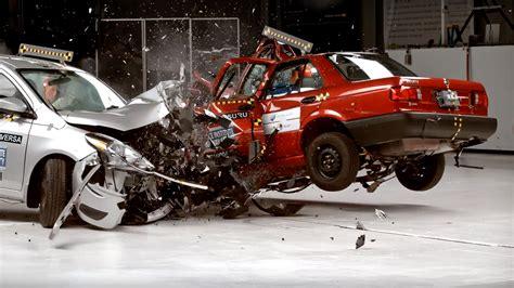 Crash Test by Nissan Tsuru Vs Sentra Crash Test Shows Why You Shouldn T