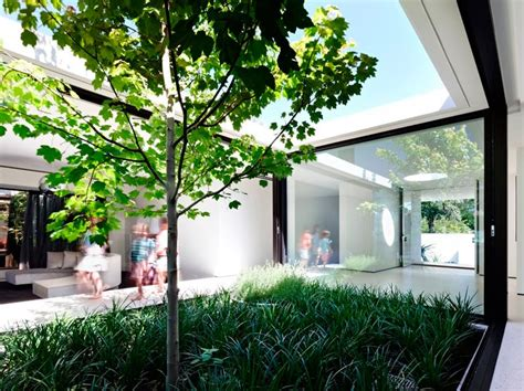 Modern U-shaped Residence Built Around A Central Leisure Courtyard