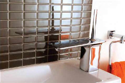 plaques adhesives salle de bain refaire carrelage gr 226 ce aux plaques adh 233 sives