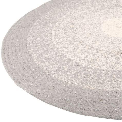 runder teppich grau runder teppich aus baumwollgeflecht grau und silbern d90 aureole maisons du monde