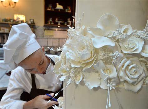 le canapé le plus cher du monde vidéo découvrez le gâteau de mariage le plus cher du monde