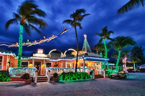 The Holidays on Captiva Island   Tween Waters Inn Tree Lighting