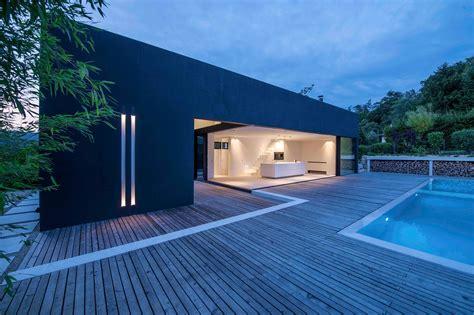 stunning modern deck designs   extend  home