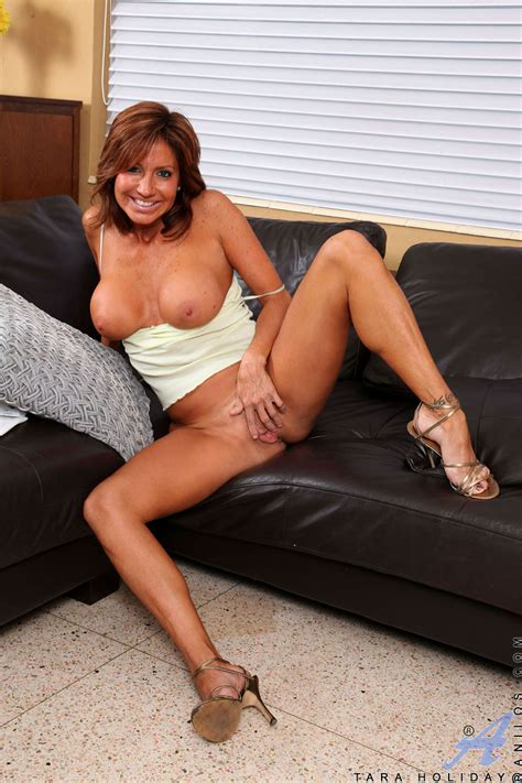 Tanned Mom Rubs Her Wet Snatch Mature Xxx Pics