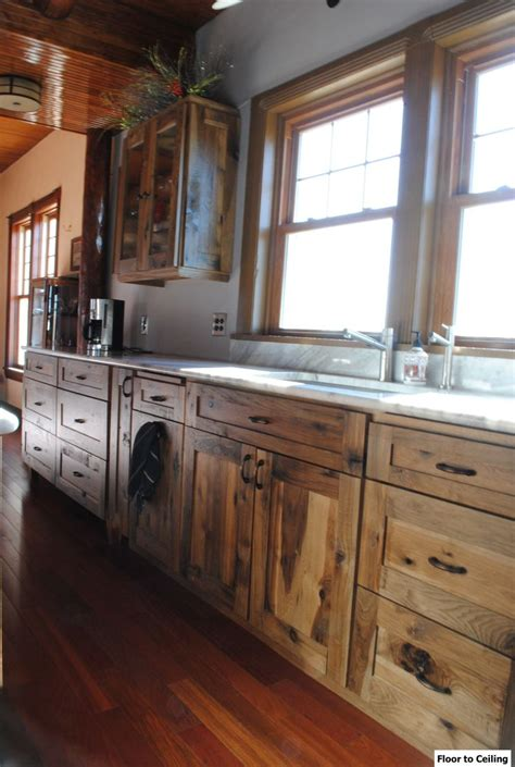 rustic cabin kitchen cabinets best 25 log cabin kitchens ideas on log cabin 4962