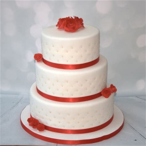 red roses pearls  tier cake