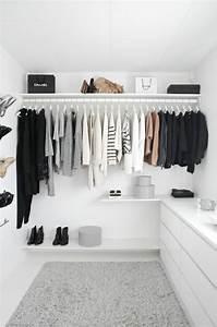 Begehbarer Kleiderschrank Ideen : die 25 besten ideen zu offener kleiderschrank auf ~ Michelbontemps.com Haus und Dekorationen
