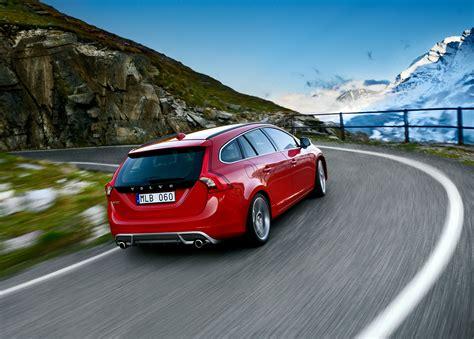2018 Volvo V60 R Design Picture 42456