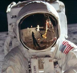 8,400 Stunning High-Res Photos From the Apollo Moon ...