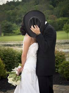 Cowboy Wedding Kiss Pictures