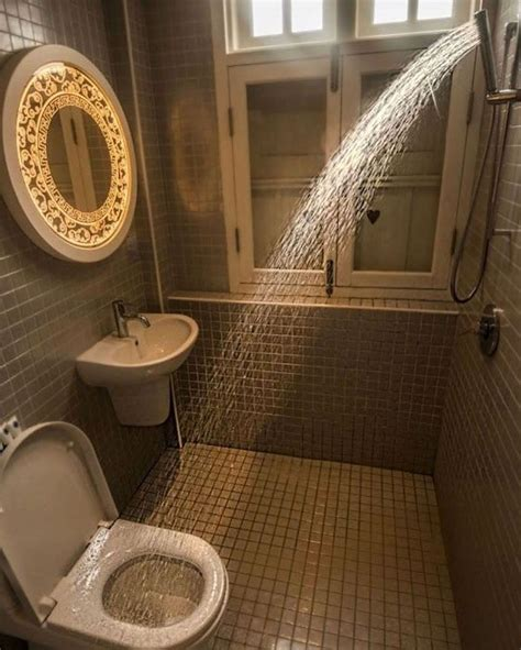 people  sharing  worst bathrooms theyve