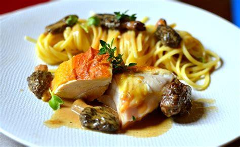 cuisine et vin de recettes poularde au vin jaune et aux morilles la recette