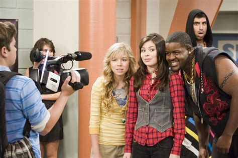 Miranda Cosgrove Icarly Season 2 Ilook Alike Stills
