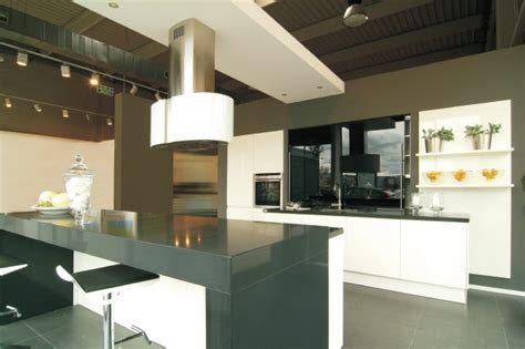 cocina moderna blanca  negra alto brillo  compac plomo