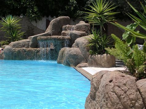 Tips For Landscaping Near Swimming Pools Installitdirect