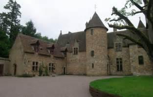 chambres d hotes allier chambre d 39 hôtes chateau de peufeilhoux à vallon en sully