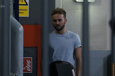 Coronation Street fans certain mystery person will stab ...