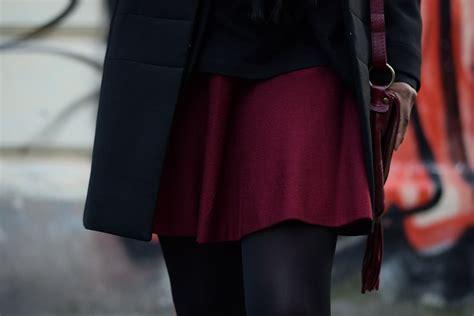 jupe bureau porter une jupe patineuse bordeaux au bureau deadlines