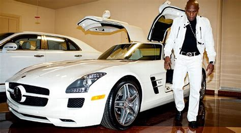 "Floyd ""money"" Mayweather Parades With His Vegas Car"