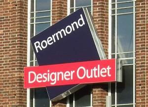 Outlet Center Düsseldorf : logo des designer outlets roermond an einer fassade ~ Watch28wear.com Haus und Dekorationen