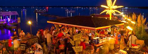 Boat House Virginia Beach by 30 Places To Dock Dine In Virginia