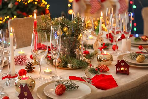adore une table de noel en rouge  blanc blog la