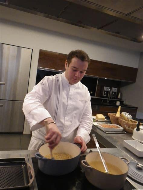 cuisiner avec une cocotte en fonte des coquillettes au jambon et aux quot fils quot très très chics