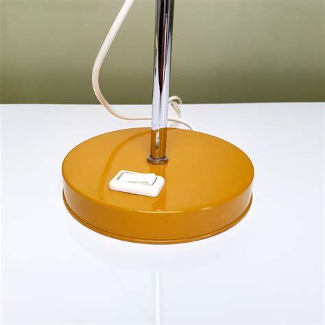 le de bureau orange le de bureau orange vintage le dauphin hauteur et