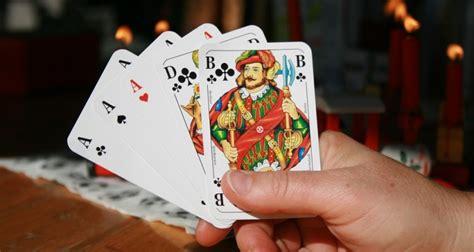Poker Online Uang Asli Sebagai Permainan