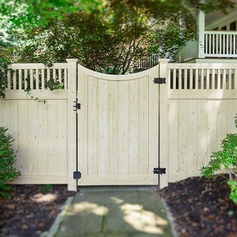 vinyl fencing ideas best 25 vinyl fencing ideas on pinterest vinyl privacy fence privacy fence landscaping and fence