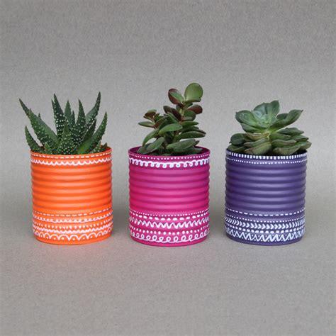 snob comme un pot de chambre recycler des boites de conserve en pots de fleurs idée