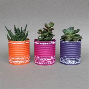 recycler des boites de conserve en pots de fleurs idee With affiche chambre bébé avec pot de fleur exterieur bois