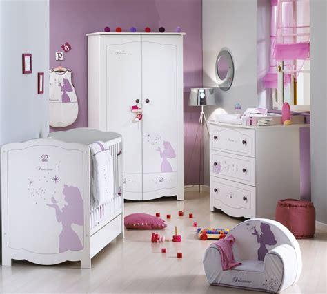 chambre denfant ambiance princesse disney aubert