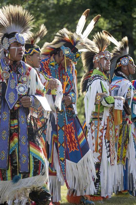 LATINLUV | Ureinwohner amerikas, Native american regalia ...