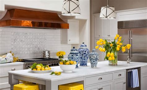 The Glam Pad 25 Classic White Kitchens With Blue & White
