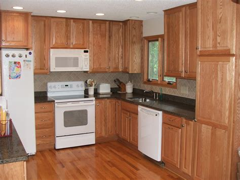 oak cabinets kitchen ideas endearing country kitchen design ideas with wooden cabinet 3564