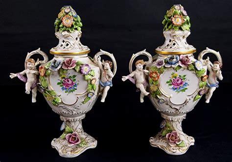 vasi capodimonte antichi capodimonte coppia di vasi con coperchio 2