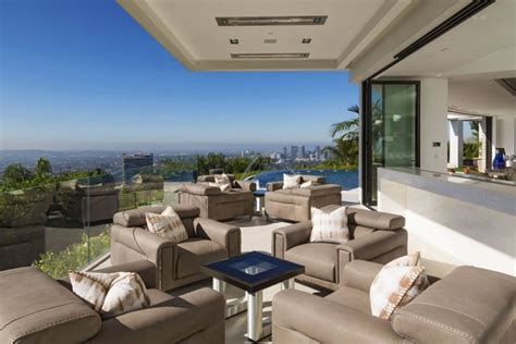 minecraft creator purchases  million dollar mansion  beverly hills  pics