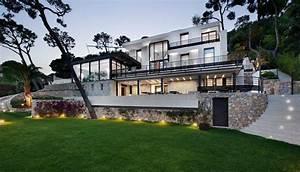 Luxury contemporary villa in the french riviera for Amazing plan de maison 120m2 18 villa contemporaine azur logement provencal
