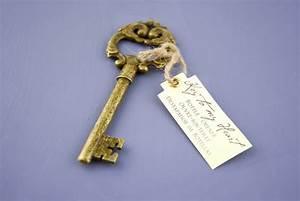 Key to my heart bottle opener antique key wedding favors for Bottle opener wedding favor