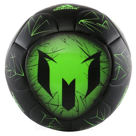 pelota messi en adidas de futbol