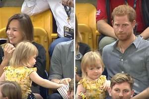 """Harry tem reação inesperada ao ver criança """"roubando ..."""