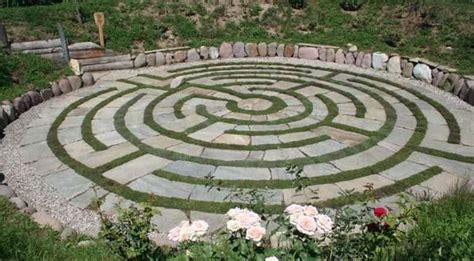 Backyard Labyrinth by Best 25 Labyrinth Garden Ideas On Labyrinths