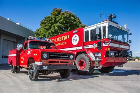 international fire truck oshkosh red   fast