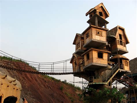 Sujith Spot:::::: Most Amazing Tree Houses Around The World