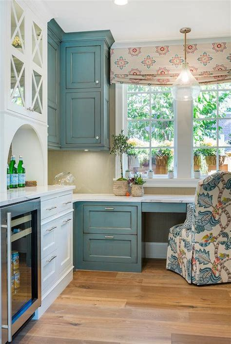 distressed blue kitchen cabinets blue distressed kitchen cabinets www imgkid the 6781