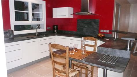 peinture meuble cuisine stratifié une cuisine modernisée grâce à un ensemble de meubles sur