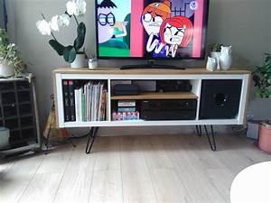 Ikea Pied De Meuble : un meuble t l sur pied customis et accueille un caisson de basse ~ Dode.kayakingforconservation.com Idées de Décoration