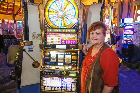 mohegan fortune wheel sun slot jackpot newsroom slots casino machine ct sky denise last progressive mohegansun hit uncasville poirier weekend