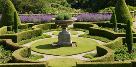 Formal Garden : Lifestyle Home
